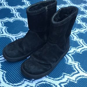 Black Ugg boots size 9